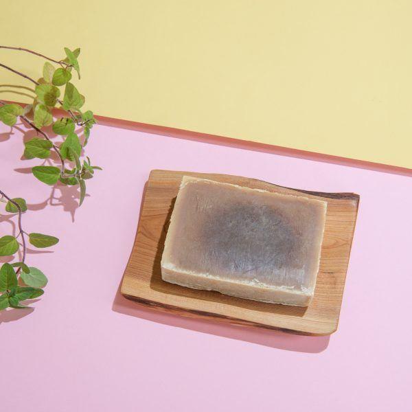 jabón de cacao en jabonera